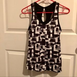 Tops - Xersion black and white tank